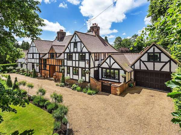 Exterior painters and decorators in Oxted
